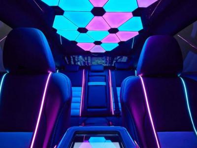 Неоновый салон, ПК и винил -  Lexus создал авто для геймеров